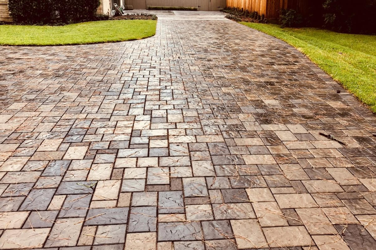 Four Common Materials You Can Use to Pave Your Driveway