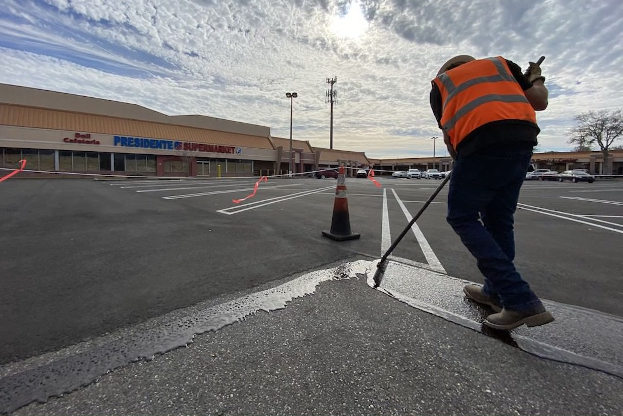 Five Reasons Why You Need to Sealcoat Your Asphalt